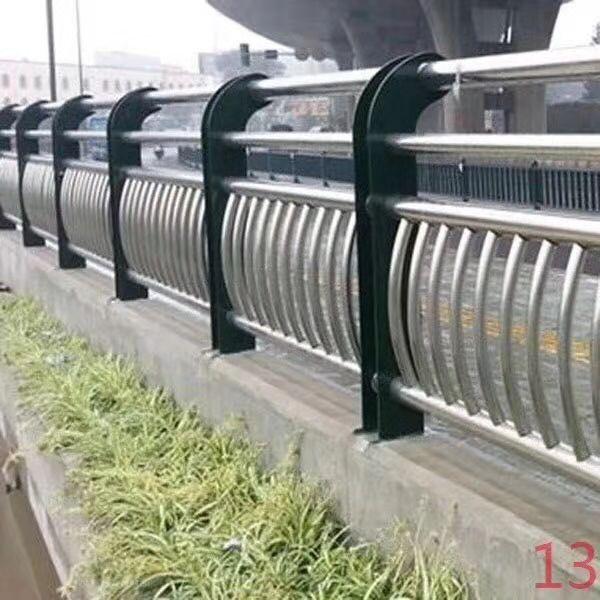北京灯光护栏施工注意事项