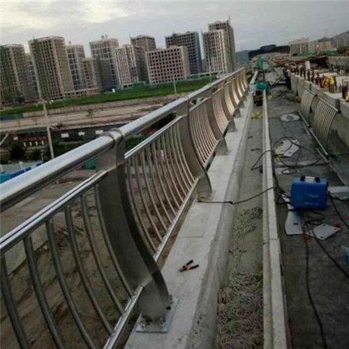 北京道路隔离栏杆款式可定制