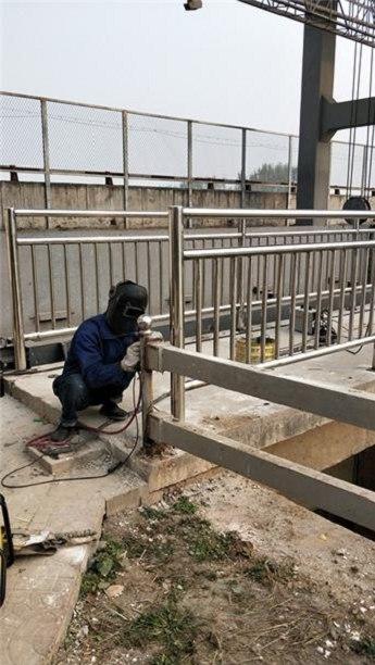 北京复合不锈钢管护栏十年质保