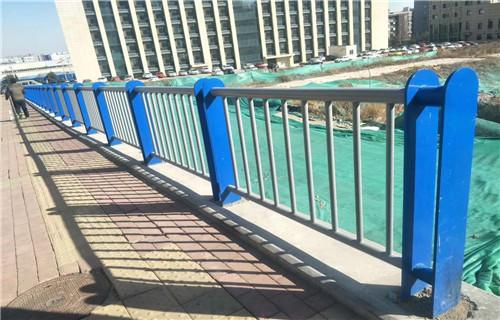 新疆维吾尔自治区乌鲁木齐不锈钢道路防护栏杆专卖