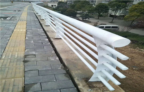 甘孜桥梁防撞护栏美观耐用