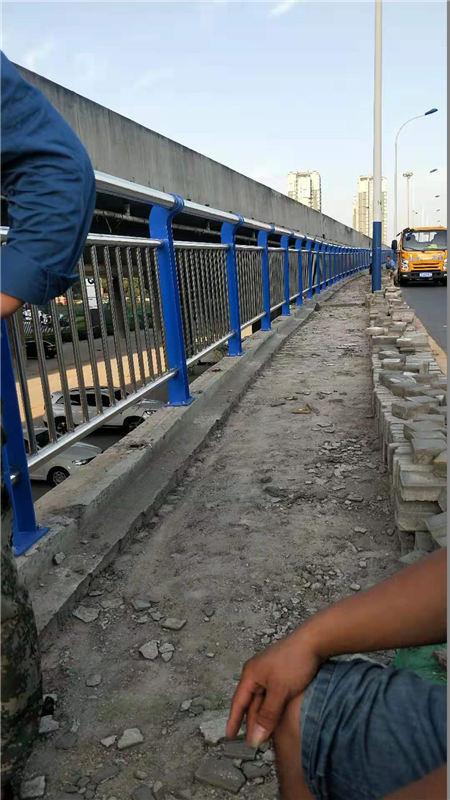 北京人行道栏杆多少钱一米