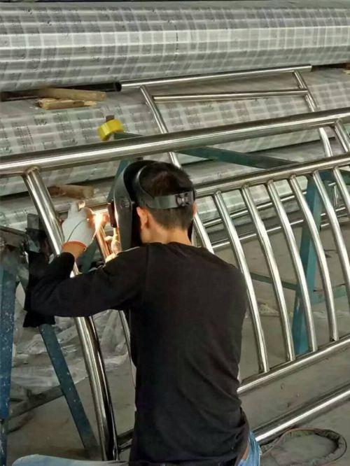 朝阳立柱预埋钢板防腐性能强
