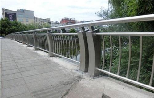 2020亳州不锈钢碳素钢复合管护栏批发销售