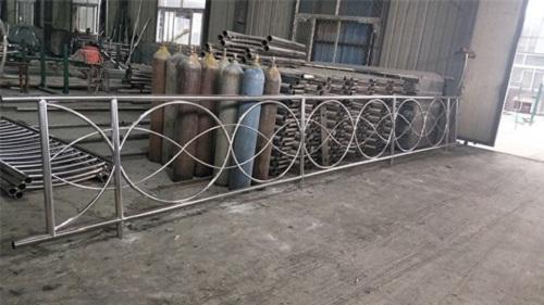2020扬州加厚不锈钢护栏现场测量