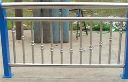 克拉玛依不锈钢防撞栏杆优惠大酬宾